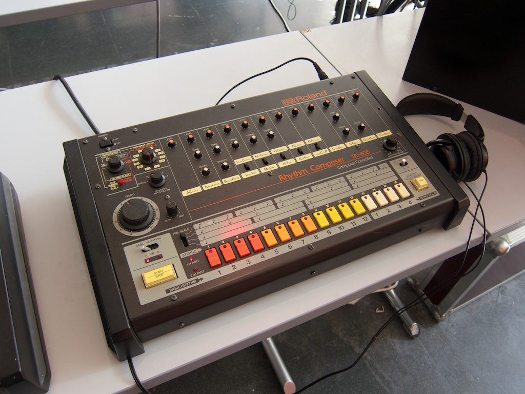 Interview over de Roland TR-808 bij Mijke en Co Live! (Radio 6) [audio]